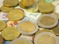 Euro coboara aproape de 4,56 lei, dolarul atinge un nou nivel minim