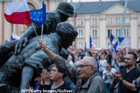 Premiera istorica la Bruxelles: Comisia Europeana anunta ca este pregatita sa suspende drepturile de vot ale Poloniei in UE