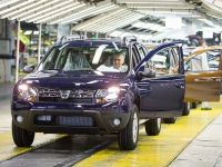Uzina Dacia de la Mioveni produce un vehicul la fiecare 54 de secunde. 1.500 de mașini ies zilnic pe poarta fabricii și majoritatea pleacă la export