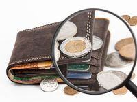 BNR restricționează acordarea de credite de către IFN-uri, pentru a evita supraîndatorarea săracilor, dar ar putea stimula afacerile cămătarilor