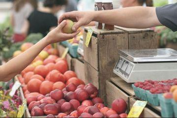 Inspectorul Pro: Producătorii de fructe și legume folosesc pesticidele după ureche.  Le dau azi şi mâine vin cu ele pe piață