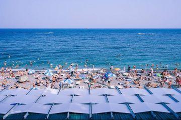 Minivacanța de Sf. Maria, cel mai aglomerat weekend pe litoral. Staţiunile sunt ocupate,  de la cel mai luxos hotel, la cea mai proastă cameră