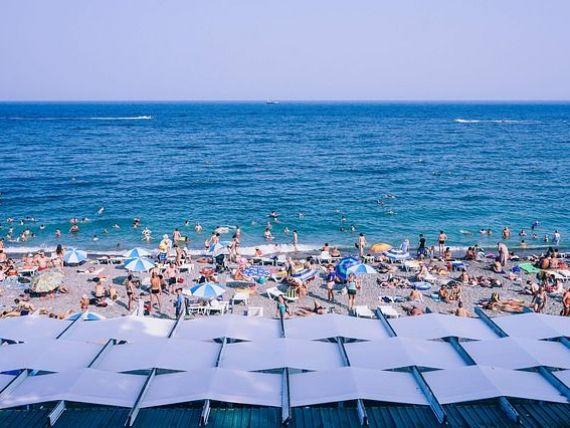 Un sfert dintre turiştii care merg la mare îşi programează vacanţa în primele două săptămâni din august. Prețurile cresc cu 50% față de luna iunie