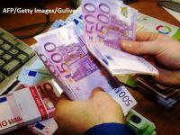 Euro coboară ușor, dar se menține peste 4,65 lei