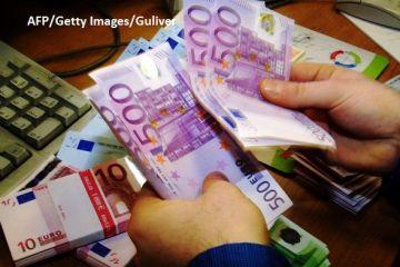 Românii se împrumută de la bănci mai mult și din ce în ce mai scump. Analiștii avertizează că dobânzile vor crește, începând cu această toamnă