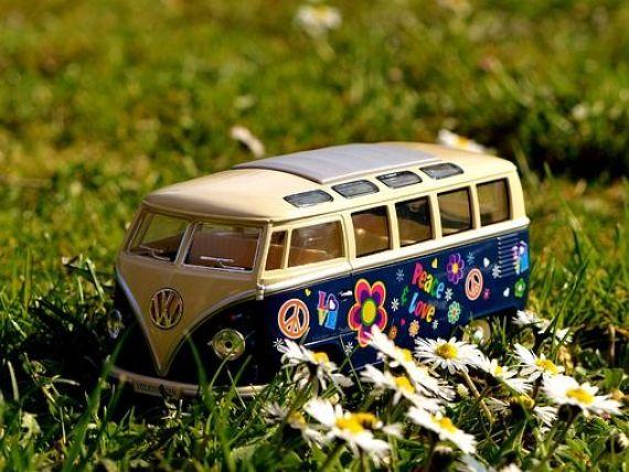 Volkswagen reînvie mașina generației bdquo;flower power . Cum arată ID Buzz, camioneta electrică  înalt tehnologizată  pe care o pregătesc nemții