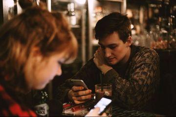Generația care nu visează la viitor: 1 din 4 tineri din România nici nu muncește, nici nu studiază. Consideră că salariile sunt prea mici și preferă banii părinților