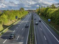 """Autorităţile germane pregătesc reglementări referitoare la circulaţia automobilelor autonome pe drumurile publice. """"Interacţiunea dintre oameni şi maşini ridică întrebări etice"""""""