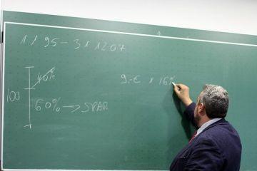 Guvernul s-a răzgândit: salariile profesorilor nu mai cresc cu 25%, de la 1 ianuarie