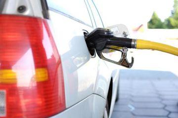 Guvernul reintroduce supraacciza la carburanți, după ce o eliminase în ianuarie. Taxa va fi aplicată în 2 etape, la 15 septembrie şi la 1 octombrie, pentru a evita un  șoc  în piață