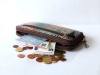 Majorarea salariului minim, efect de bumerang. Creșterea cu peste 30% nu reduce sărăcia și pune firmele mici în pericol de faliment