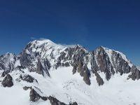 Masivul Mont Blanc, din Alpii francezi, a scăzut cu aproximativ un centimetru în ultimii doi ani