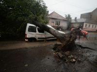 Bilanţ tragic după furtuna de duminică seară: 8 morţi şi 67 de răniţi. Centrul Timisoarei arată ca după tornadă