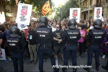 Luptă crâncenă pentru Catalonia. Rajoy îndeamnă separatiștii  să renunţe la radicalism şi nesupunere . Catalanii își apără referendumul în stradă