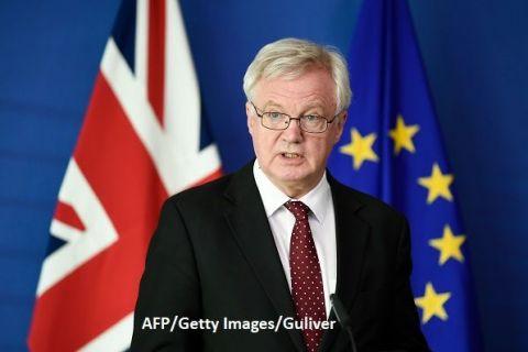 Românii ar putea avea nevoie de vize, după Brexit. Davis: Marea Britanie  este liberă  să introducă vize pentru cetățenii unor state UE