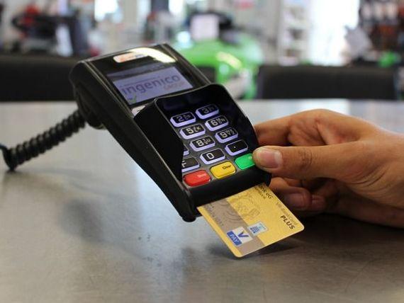 Românii care câștigă sub 2.900 de lei brut/lună ar putea fi scutiți de la plata comisioanelor la bănci, fiind considerați consumatori vulnerabili