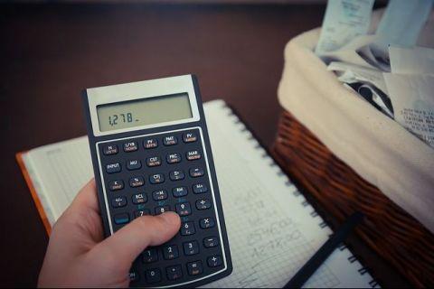 Revoluția fiscală  va produce discrepanţe uriașe pe piața muncii. EY: Un salariat cu 5.000 lei/lună va avea aceeaşi povară fiscală ca o persoană fizică autorizată cu venituri de 3 ori mai mari