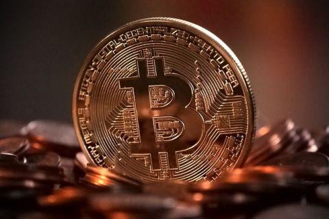 Bitcoin a explodat după ce tot mai multe companii anunță că acceptă plata în moneda virtuală. Criptomoneda s-a apreciat cu 50% în opt zile