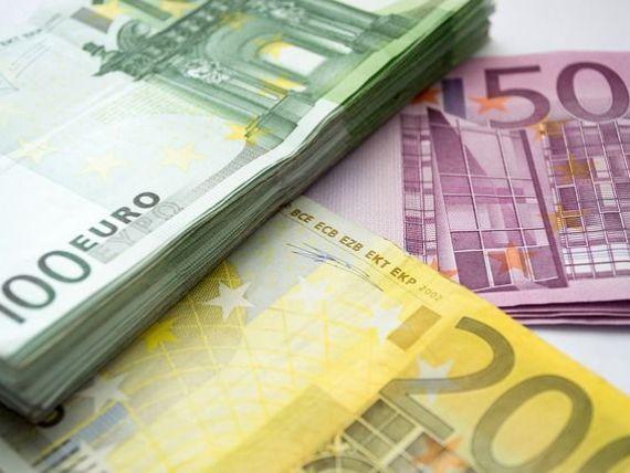 Leul se apreciază semnificativ față de principalele valute. Euro scade sub 4,63 lei, iar dolarul ajunge la minimul ultimilor trei ani