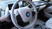 Cei mai mari rivali din industria auto mondială au bătut palma. BMW și Daimler vor construi împreună mașinile viitorului
