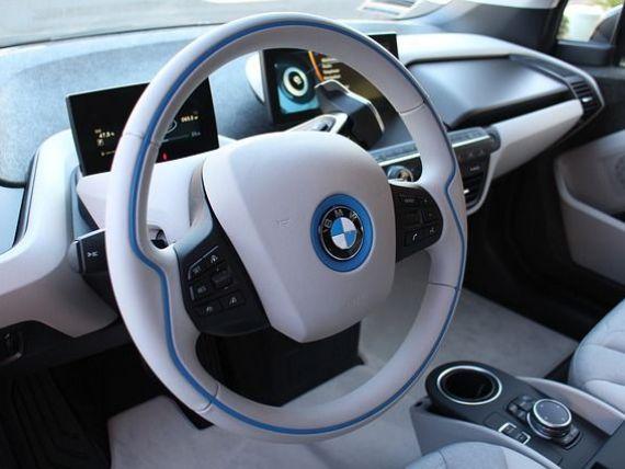 BMW și Daimler intră pe piața serviciilor de car-sharing și robo-taxi. Cei doi giganți auto s-ar putea alia, pentru a concura cu Uber şi Lyft