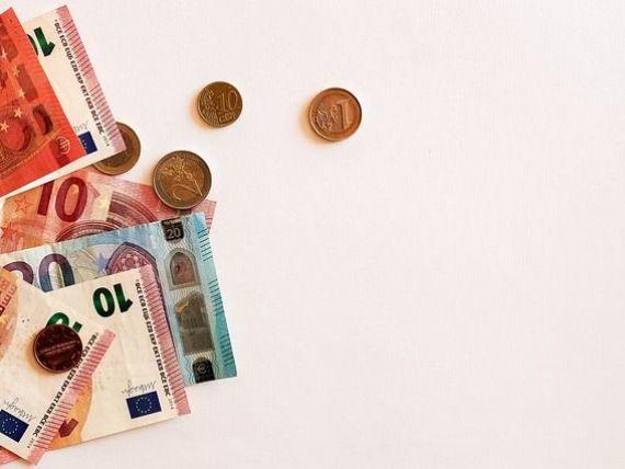 Euro a scăzut spre pragul de 4,62 lei, la cel mai mic nivel din mai