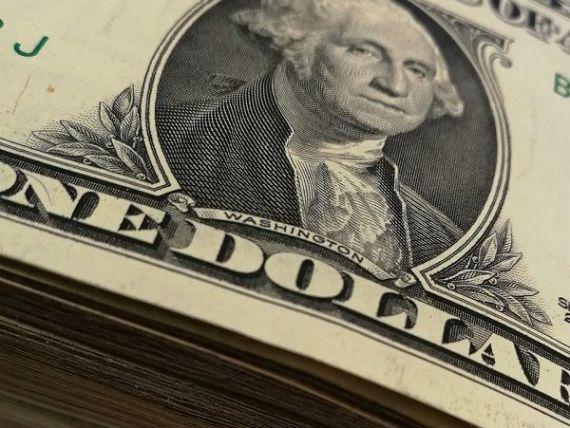 Leul se apreciază ușor în fața euro. Dolarul crește puternic și depășește 3,8 lei