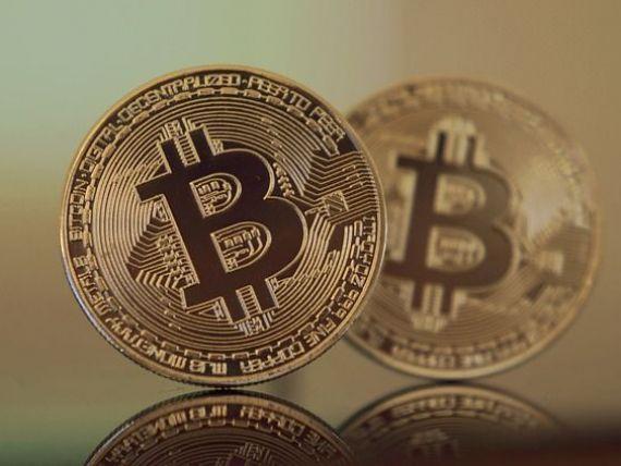 Bitcoin depășește 12.000 de dolari și bate un nou record. Cum funcționează criptomonedele și care sunt riscurile unei bule speculative