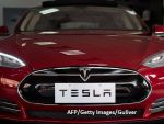 Elon Musk vrea să-și trimită mașina sa Tesla decapotabilă pe orbita planetei Marte, la bordul noii rachete  Falcon Heavy