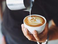 Est-europenii beau tot mai multă cafea. Piața cafelei a ajuns 7,5 mld.dolari, pe fondul expansiunii explozive a lanțurilor Starbucks şi McCafe