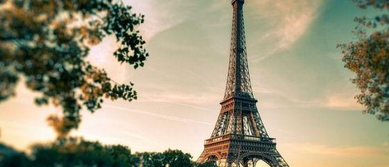 Parisul caută soluții pentru reducerea cozilor la Turnul Eiffel, cel mai vizitat monument cu plată din lume. Prețul biletelor a crescut la 25 de euro