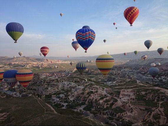 Turiștii se reîntorc în Turcia, după atacurile teroriste și tentativa de puci din 2016. Ankara estimează că 38 mil. străini vor vizita țara în 2018