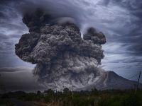 Vulcanul Fuego din Guatemala înregistrează între 7 şi 9 explozii pe oră, care generează tunete și căderi masive de cenușă în împrejurimi
