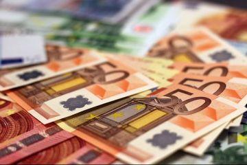 Cel mai slab leu din istorie. Euro atinge un nou maxim istoric, pe fondul crizei politice. Ce curs a anunțat BNR pentru moneda unică