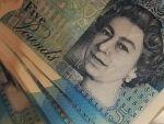 Lira sterlină se prăbușește, pe fondul controverselor privind Brexitul. Aurul, la cel mai ridicat nivel din ultimele cinci luni şi jumătate