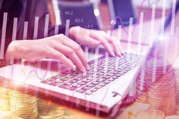Creditul online, între tentație și riscuri. Sfatul specialiștilor: Fiţi precauţi cât vă împrumutaţi şi cât cheltuiţi și aveți grijă la dobânzi!