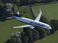 Ryanair introduce cursa Bucureşti-Amman, din octombrie. Operatorul low-cost anunță profit în creștere, în ciuda grevei piloților și a anulării unor zboruri