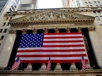 """De ce s-a prăbușit, luni, Wall Street-ul și cât de iminentă este o criză economică mondială. Analiști: """"Nu este cazul să intrăm în panică. Este greu de imaginat un scenariu ca cel din 2008"""""""