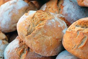 Pâinea cu maia câștigă teren în România. Cât plătim pentru  reţeta sănătoasă a bunicilor