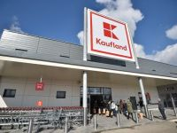 Unul dintre cei mai mari retaileri din România majorează masiv salariile. Compania oferă beneficii angajaților cu copii mici și concedii sabatice