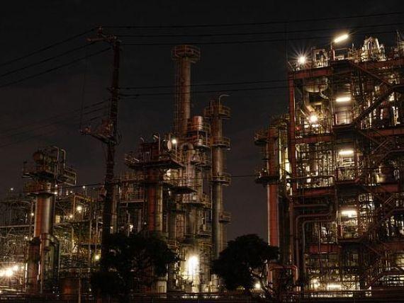 Activitatea industrială s-a contractat sever în ianuarie, pentru a doua lună consecutiv, iar costurile de producție au crescut. Managerii sunt optimişti în privinţa comenzilor în perioada următoare