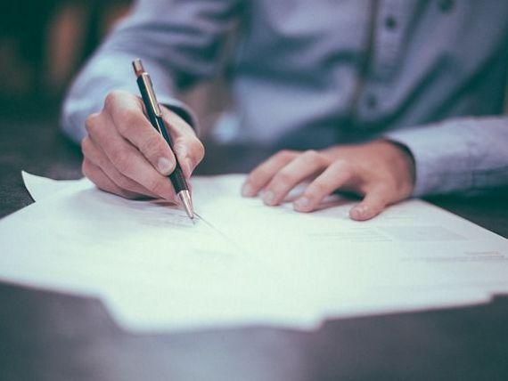 Persoanele fizice vor depune un singur formular pentru veniturile extrasalariale realizate. CAS și CASS pentru drepturi de autor ar putea fi reținute la sursă