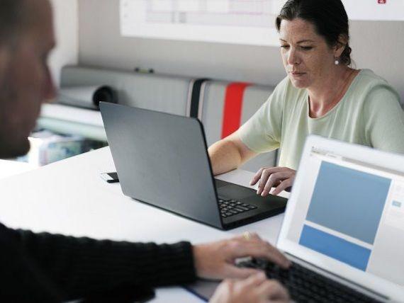 România, țara din UE cu cea mai mică diferență între salariile femeilor și cele ale bărbaților. În Estonia, femeile câștigă cu 25% mai puțin decât colegii bărbați