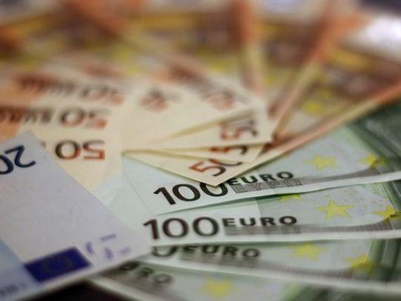 Leul se depreciază în raport cu principalele monede. Euro depășește din nou 4,65 lei
