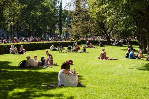 Cei mai fericiți pământeni trăiesc în Europa. Care este țara cu cei mai fericiți locuitori și pe ce poziție se află România