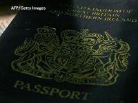 Situație amuzantă la Londra. Primele pașapoarte post-Brexit vor fi tipărite în Franța, de o firmă franco-germană. Compania britanică De La Rue nu va contesta decizia