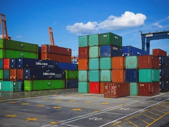 Războiul SUA-China ia amploare. Beijingul impune tarife pentru produse americane în valoare de 50 mld. dolari, la 24 de ore după ce Trump a suprataxat 1.300 de mărfuri chinezești