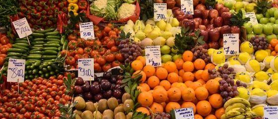 România se întoarce la aprozarele şi alimentarele de stat. Guvernul înființează Casa de Comerț Unirea