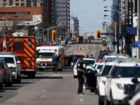 Zece morți și 15 răniți, după ce o camionetă a intrat în pietoni pe trotuar, la Toronto