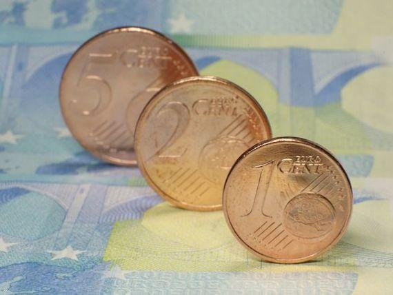 Euro se apropie de 4,66 lei. Aurul a crescut la cel mai ridicat nivel din luna iunie